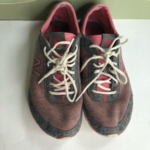 New balance running shoes sneakers women size 7B